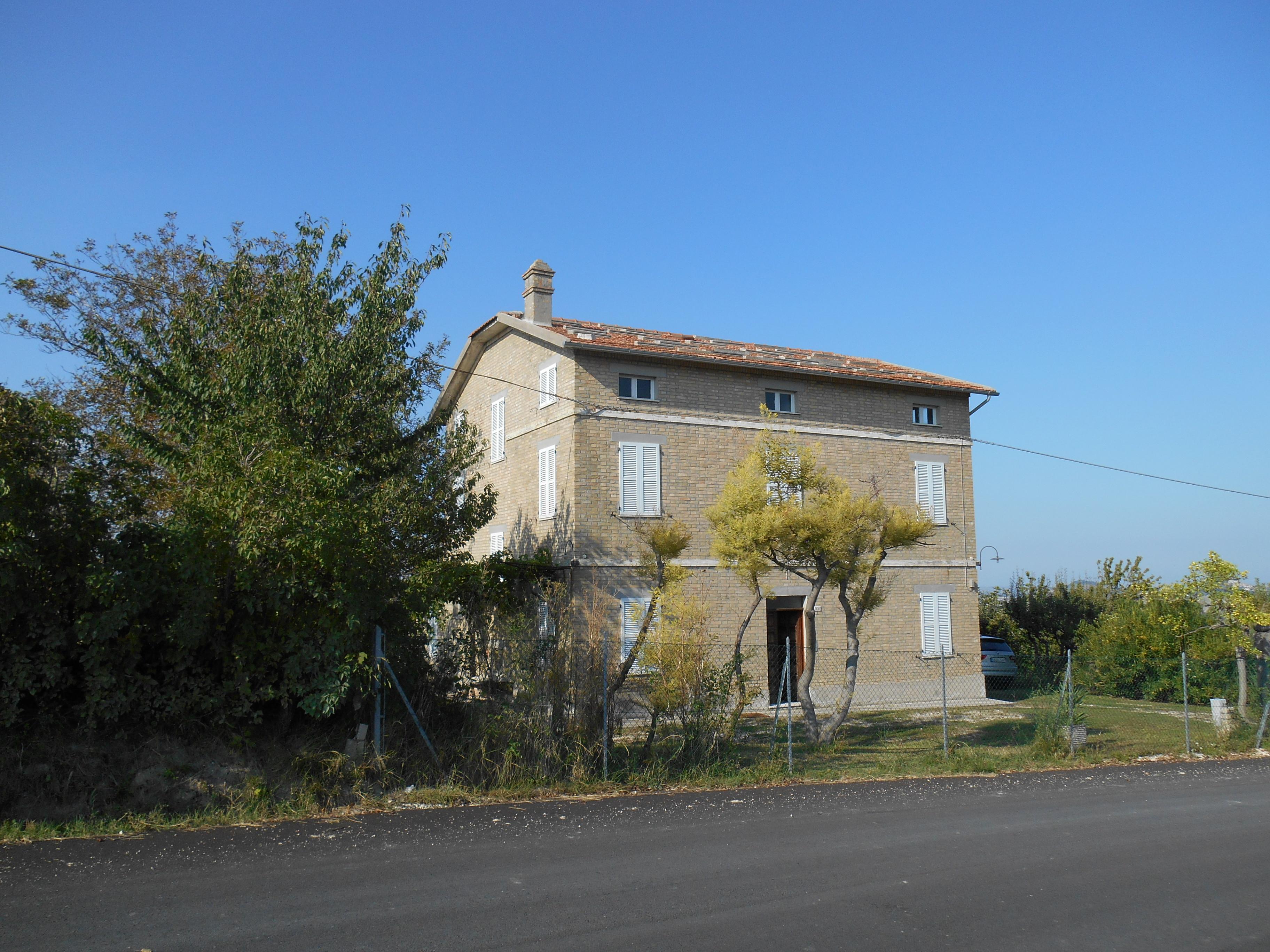 171 – Grande casale in campagna